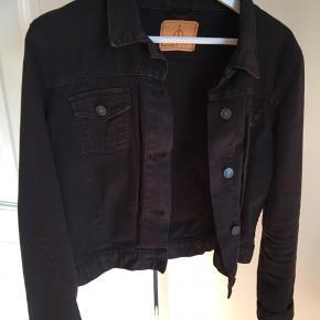 Lækker, sort denim jakke fra Samsøe & samsøe. Næsten aldrig brugt