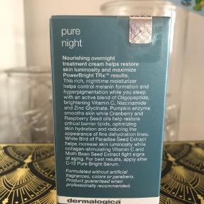 Dermalogica PowerBright TRx pure Night 50ml. Ny og plomberet (se billede 2) Vejl pris 595,- BESKRIVELSE Dermalogica PowerBright TRx Pure Night er en plejende creme til natbrug. Den er med til at kontrollere dannelsen af melanin, som kan give mørke pletter i huden. Ved hjælp af en aktiv blanding af peptider og lysnende C-vitamin er den derved med til at minimere synligheden af hyperpigmentering. Få en ensartet og lys hud med Dermalogica PowerBright TRx Pure Night.  Fordele:  Hjælper med at forebygge pigmentforandringer og giver en uovertruffen lysning af huden Hjælper med at beskytte imod fugttab og miljøskader Bekæmper frie radikaler og hæmmer dannelsen af melanin Parabene- og parfumefri Uden farvestoffer Veganvenlig Anvendelse:  Påfør Pure Night på huden i ansigtet og på halsen. Påføres om aftenen på afrenset hud