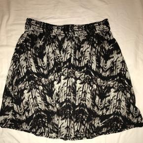 Super fin mønstret a-nederdel, har kun været brugt én gang