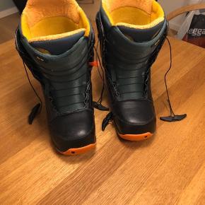 Snowboardstøvler fra Burton str. 42,5. Brugt tre uger. Som nye.  #30dayssellout