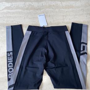 højtaljede tights fra better bodies, nye med tags.  Har al alt for meget træningstøj, så sælger ud af klædeskabet 😊  Nypris 550,-