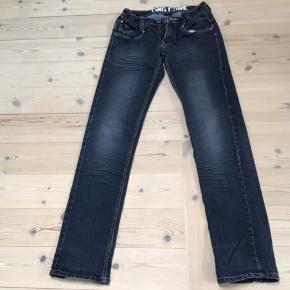 Jeans i  flot stand fra DWG