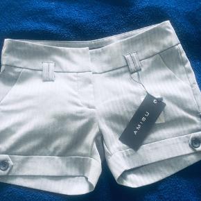 New gray shorts from Amisu