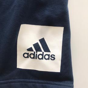 Ubrugte lækre og bløde shorts fra Adidas.  Str L Stadig med tags  Aldrig brugt.  Baglomme samt sidelommer foran.