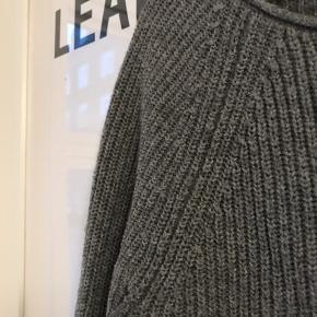 Sweater købt i USA. Se også mine andre annoncer 🍊🍇