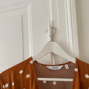 Næsten som ny kjole fra & other stories, den skal stryges så er den som ny :)