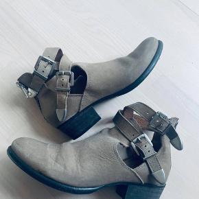 Flotte sko fra Sofie schnoor sælger  Str 37 Blev brugt et par gange og har dermed stadig megwt fin stand  Lavet af læder Mp 250kr