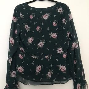 H&M bluse  Fremgår som ny, aldrig brugt.  Str. 38  Kan sendes via trendsales, fragt på købers regning.