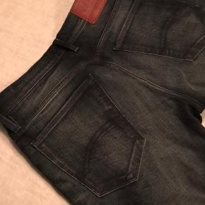 Hilfiger Denim, herrebukser, model Sidney, str. 32/32, fede mørkeblå skinny jeans. Desværre købt for store. Kun brugt én gang. Sender gerne. Køber betaler porto.