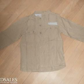 Varetype: Skjorte Størrelse: 8 Farve: Se billede  Skjorte med kinaflip.