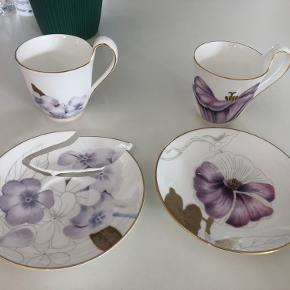 Flora kaffe kopper med underkop i snerle og rhododendron. Aldrig brugt men underkop er gået i stykker på den ene og næsten på den anden. Ikke forsøgt limet - da man selv kan forsøge at gøre det pænt