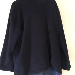 Dejlig vamset flis trøje til fx haven eller lange gåture. Varm og blød, med silke blødt inder stof  Kan hentes i Århus c eller Nordsjælland