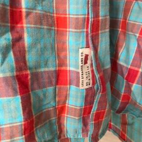 Levi's skjorte  Str. XXL Ligger i den gode ende af 'God, men brugt) ingen pletter, huller, misfarvninger.