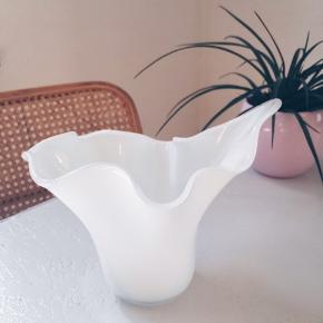 En vase der både er virkelig smuk med og uden blomster 🌻🌼   Sender gerne 💌