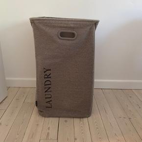 Sælger den aquanova vasketøjskurven da den ikke er kommet i brug.   Den har blot stået da vi også havde en anden vasketøjskurven som vi bruger i stedet.   Np: 490,-  Mp: 270,-   Kan afsendes på købers regning eller afhentes i kgs lyngby 😌