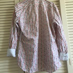 Sælger en herre skjorte fra Paul Smith i størrelsen 17 42. Nypris var omkring 1000 kr BYD⭐️