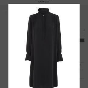 M. Wiesneck kjole