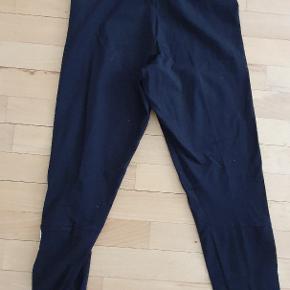 Sprit nye ubrugte tights fra Adidas.  Str. Small  Stadig med prismærke. Sælges billigt.