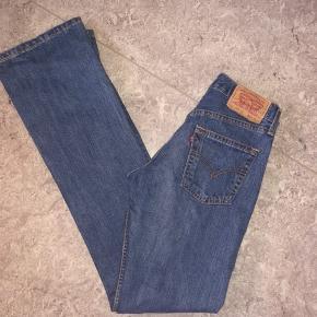 Levis Jeans, Næsten som ny. Ulstrup - Levis jeans Str 28 (men fitter mindre) x 36 Brugt få gange så i super stand Kender ikke modellen. Levi's Jeans, Ulstrup. Næsten som ny, Brugt og vasket et par gange men uden mærker eller skader