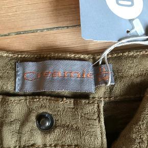 I lækkert 'gobelin'vævet stof. Er varmt brune/olivenfarvede.  (Købt på Outlet (Elliots) til halv pris).