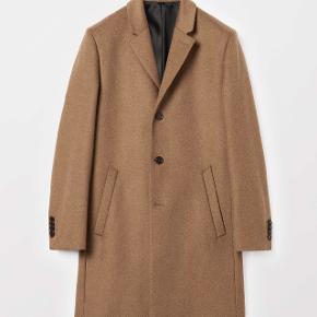 Sælger denne lækre frakke fra det populære svenske modemærke tiger of sweden. Den er aldrig brugt og kostede 3900.-  Byd!