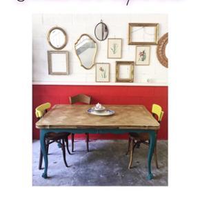 belle table en style Louis XV avec rallonges pour aller jusqu'à 8 personnes.88x150xh74