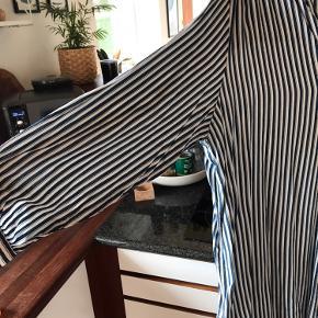 Lang skjorte kan også bruges som tunika. Lidt loose