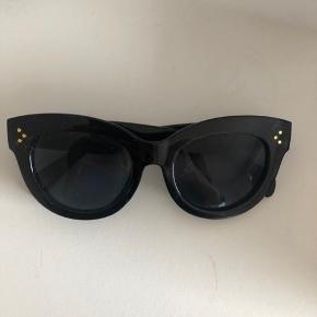 Mega fine solbriller fra byic. De er aldrig brugt. De minder om dem fra celiné  Np 299kr byd