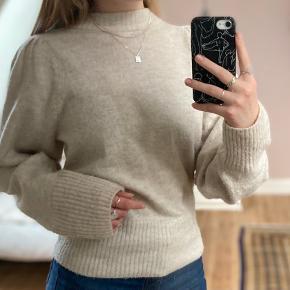 Sød sweater, fejler intet, sælges da jeg ikke får den brugt, byd gerne😄