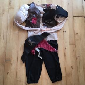 Sørøver pirat 3-6 år  Bluse med overarme og mavemuskler   Udklædning Kostume fastelavn Sender gerne