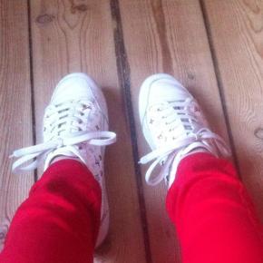 Sneakers, Limited edition. Store i størrelsen. De svarer til en størrelse 36. De er 23,5cm lange.  Farve: Multi Sælges med LV dustbag