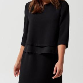 Kjole fra selected femme - fin åben detalje i ryggen  Stadig med prismærke   Np var 699kr Str 38