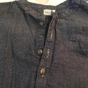 Varetype: Skjorte Farve: Blå  Lækker skjorte. Kun brugt et par gange.
