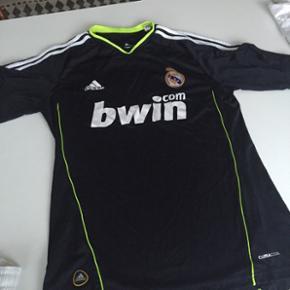 Mørkeblå Adidas Real Madrid bluse str M + shorts str M