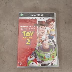 Toy story 2 - i ubrudt emballage. Jeg har også toy story i ubrudt emballage, de sælges samlet til 100 kr. Den er fra røg og dyre fri hjem. Den kan afhentes i 6700. ℹ JEG SENDER IKKE ❗
