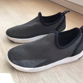 Lækre sko fra Hummel str 31, ikke brugt særlig meget   Kom med et bud 😃