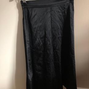 Nederdel i silk blend (95 % silke, 5 % elestan)