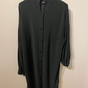 Smuk kjole fra BMB  brugt men i pæn stand  Nypris 2199 - mp 500 pp