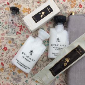 Toilet taske med bodylotion, parfume, ansigtscreme og serviet. Ubrugt
