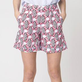 Ursa shorts fra Résumé er en printet shorts med i det fineste sommerprint. shortsene har bæltestropper og lukkes med lynlås og knap. 100% bomuld  Respekter venligst at jeg ikke bytter og køber betaler porto samt gebyr ved tspay.