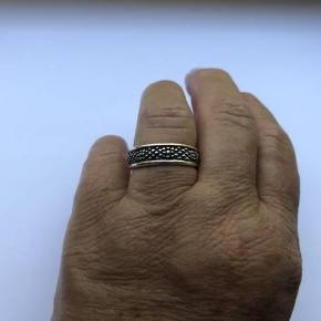 Flot ring fra GEORG JENSEN i sølv 925 S. Designet af Lene Munthe for GEORG JENSEN Indvendig diameter: Lige knap 1,9 cm. Stemplet: 925 S. GEORG JENSEN  426