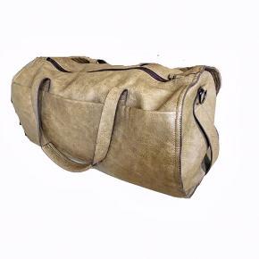 Herre taske fra Zara i ægte læder. 👀  55 cm længde 27 cm højde 41 cm brede