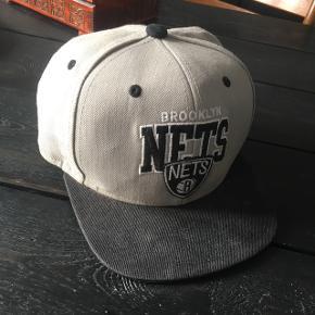 Brooklyn Nets cap fra Mitchell & Ness Fin stand. Ta' den for 50 kr.