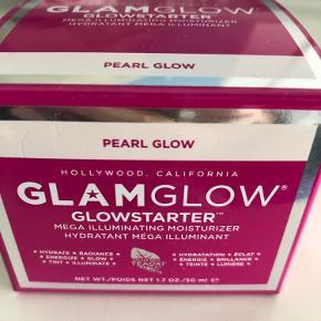 Glamglows populære glowstarter. Mega Illuminating moisturizer uåbnet
