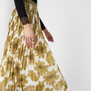 Smukkeste nederdel fra Rue de Femme!!! Fejler intet!