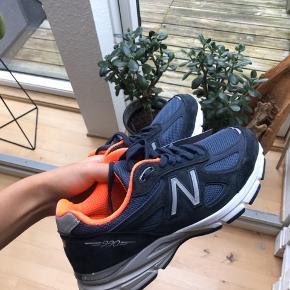 New balance sneakers sælges da jeg har et par magen til. De er aldrig brugt, og mærke sidder stadig på.   Afhentes i Aarhus C - sælges til højest bydende.