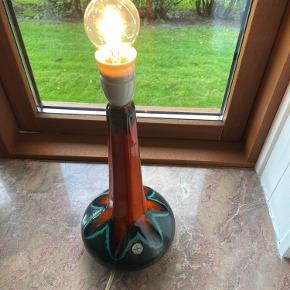 Retro lampe, uden synlige tegn på brug.