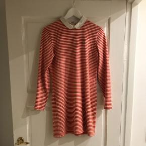 Sød skjorte-kjole fra Lacoste. Rigtig pæn stand.