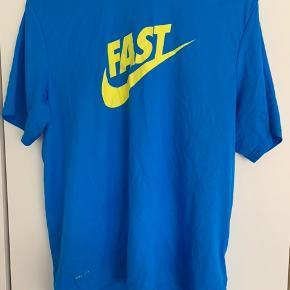 Nike løbe t shirt. Str. M. Brugt få gange.