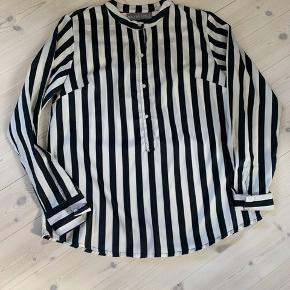 Fin skjorter i cotton satin str 36 (passer også 38) Brugt 2 gange  Bytter ikke